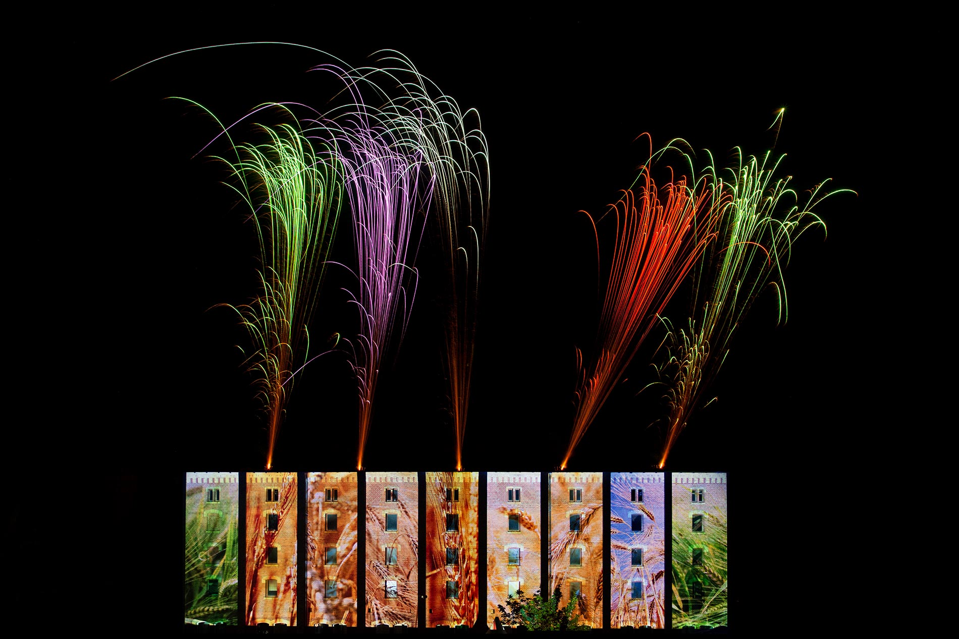 Kombination von Feuershow und 3D Mapping