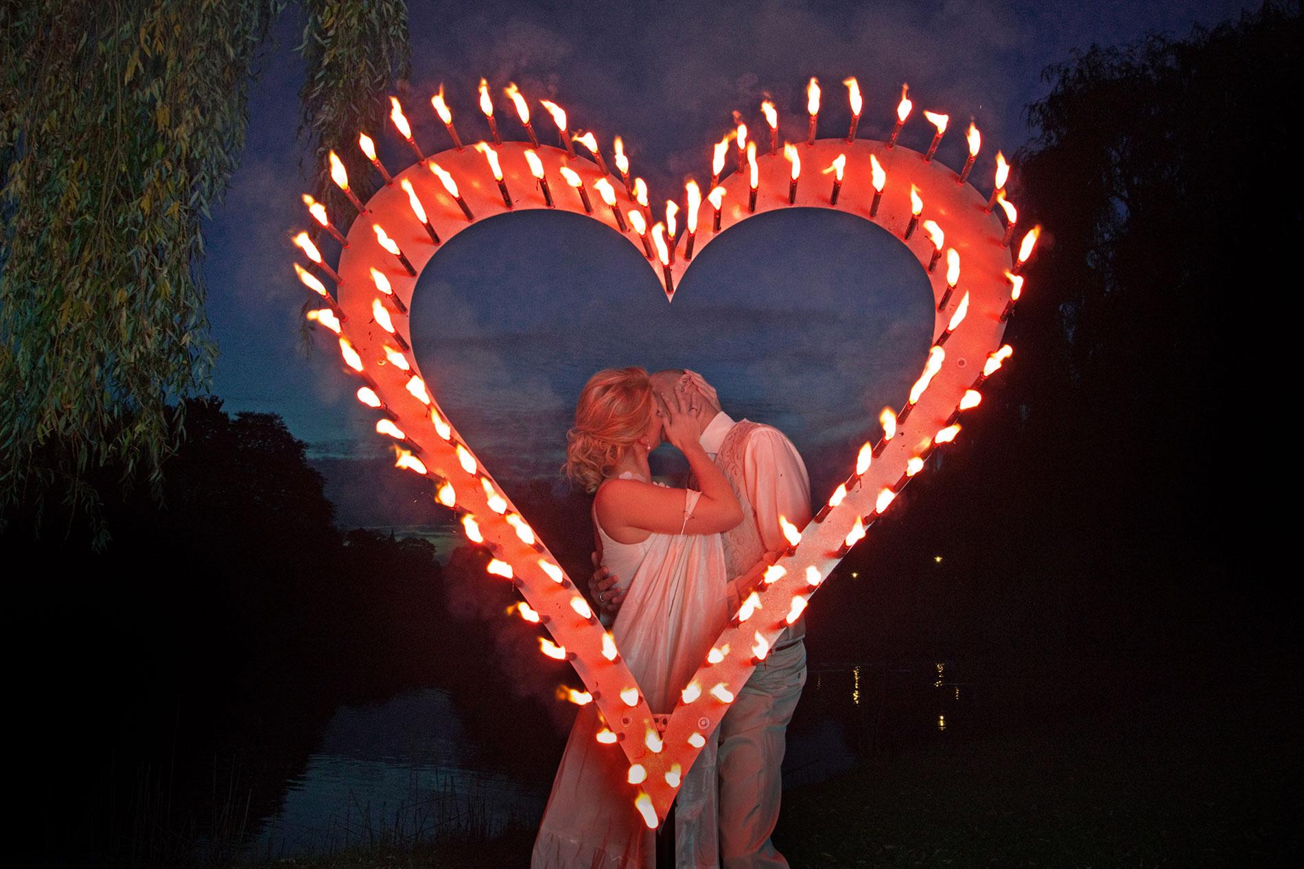 Flammendes Herz Hochzeitsfeuerwerk