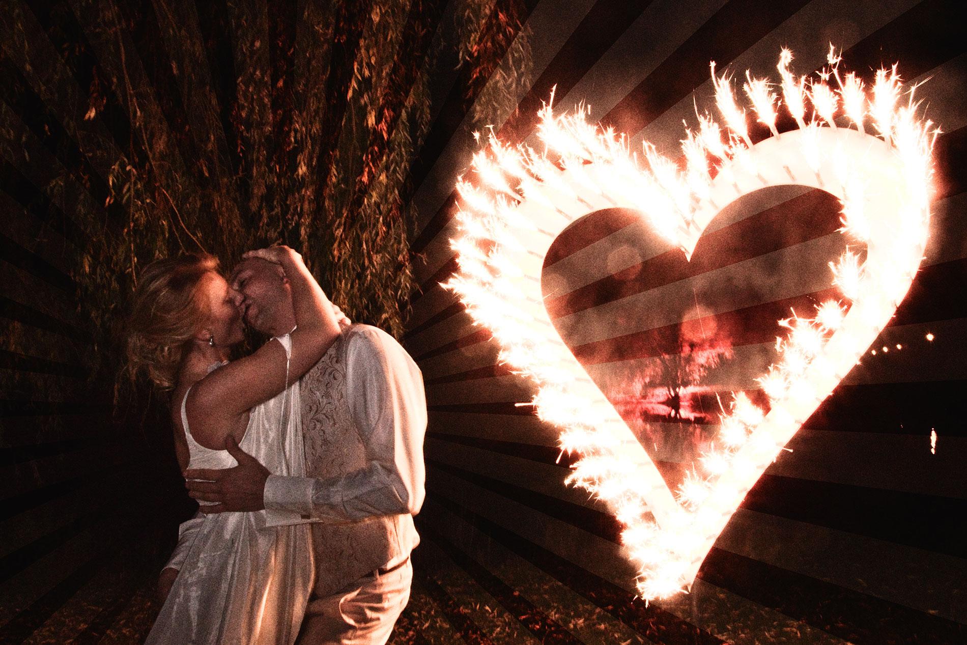 Hochzeitspaar mit Flammenden Herz