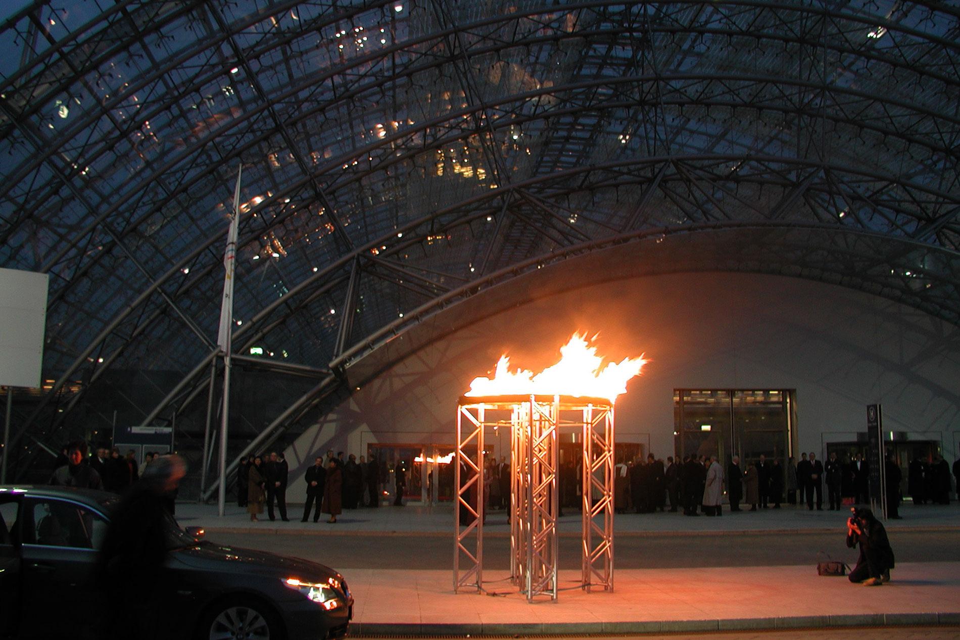 Feuerschalen vor der Messe Leipzig
