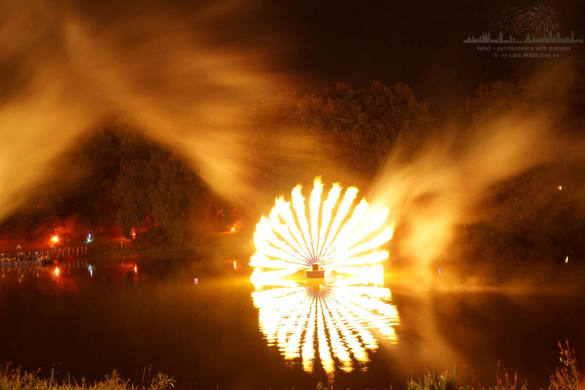 Feuer-Installation auf dem Wasser