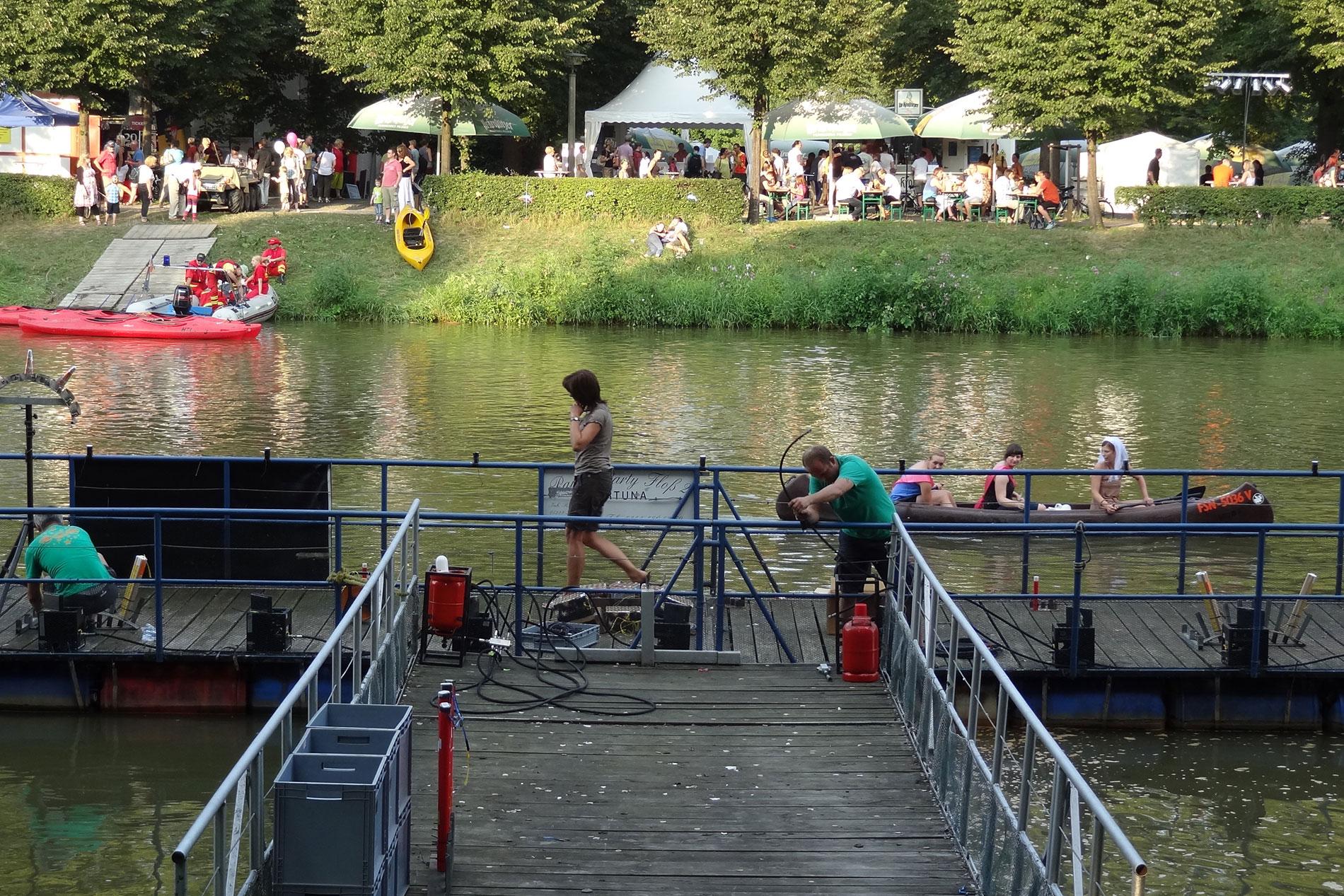 Aufbau der Feuershow zum Wasserfest Leipzig